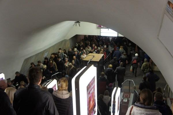 O metro de Kiev é muito utilizado