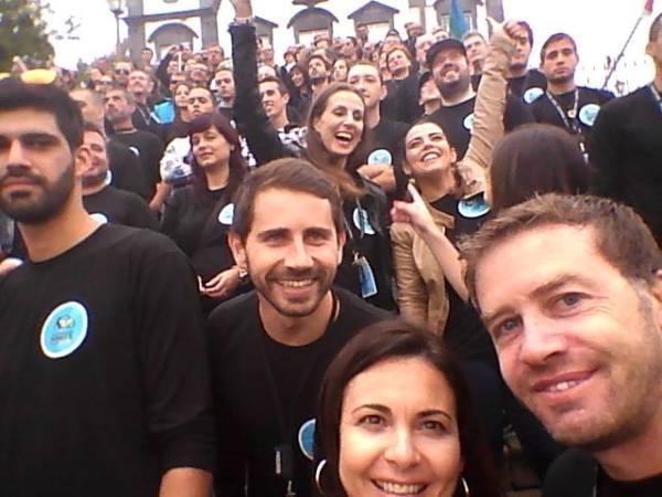 Família Smart na escadaria da Igreja do Monte Foto: funchalnoticias.net