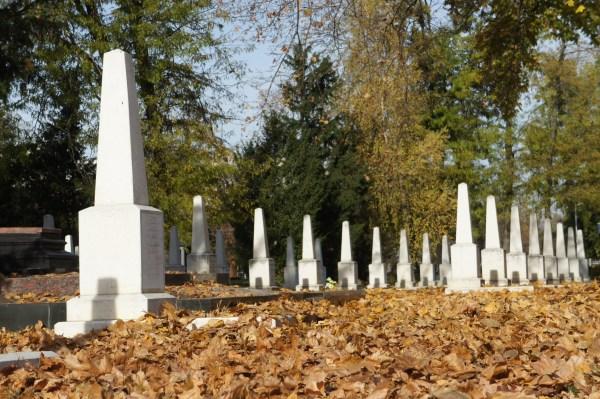 Cemitério ao lado do memorial aos combatentes