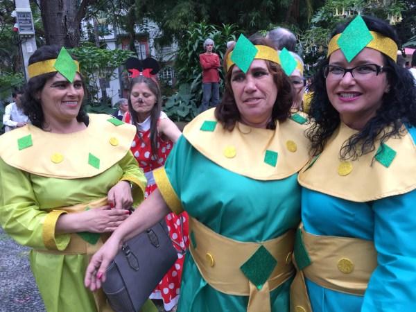 No Jardim Municipal e arredores, multiplicam-se os mascarados
