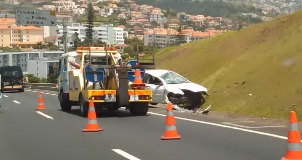 acidente viação carro viatura sinistralidade rodiviária via rápida