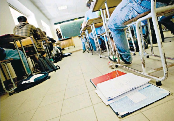 aulas alunos escola ensino educação professores docente docência