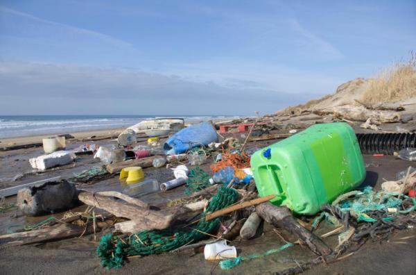 32% de todo o plástico descartado acaba nos Oceanos. | Foto: iStock by Getty Images