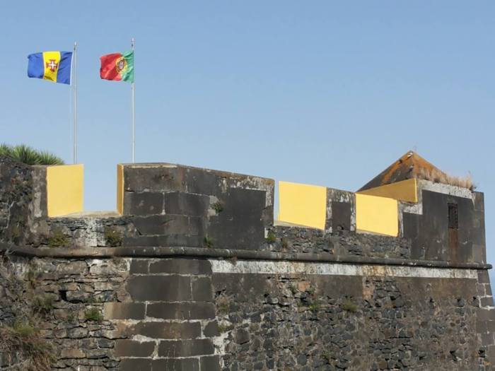 Fortaleza do Pico bandeiras erva