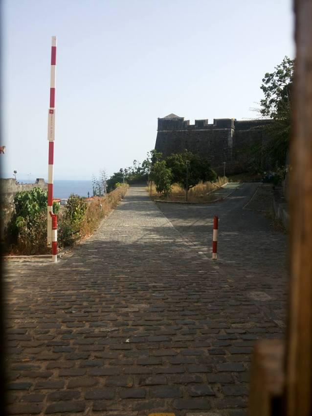 Fortaleza do Pico jardim interior