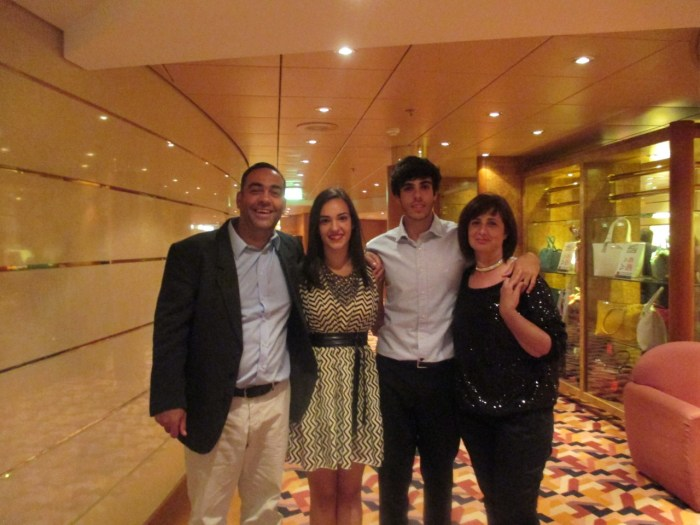 maira com pais e irmãos
