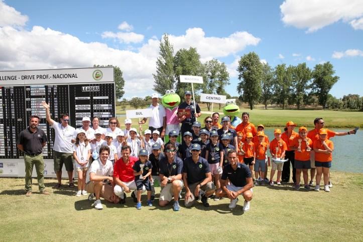 Golfe-As equipas 3 primeiro classificadas com o presidente da FPG, Miguel Franco de Sousa, Pedro Figueiredo e Gonçalo Pinto