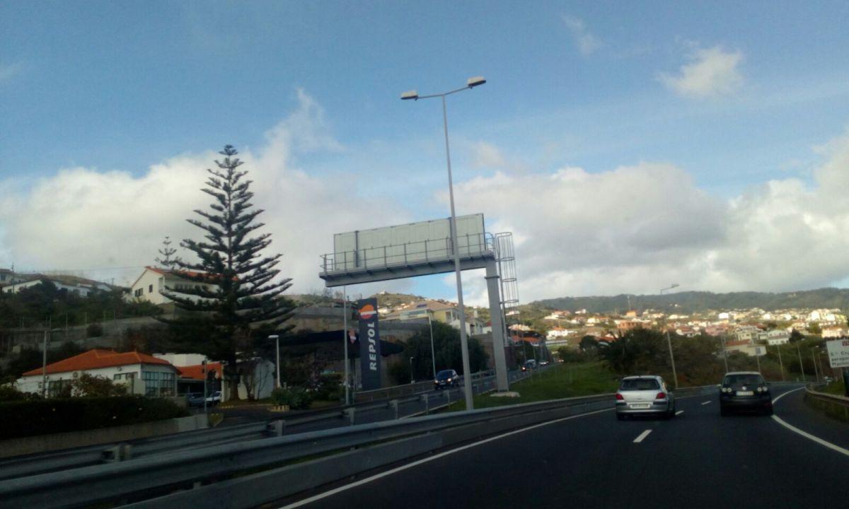 """Entra amanhã em vigor a regra do """"piso seco e molhado"""" nas vias rápidas e expresso da Madeira"""