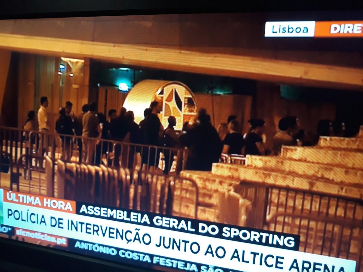 Bruno de Carvalho destituído, tensão alta junto ao Altice Arena