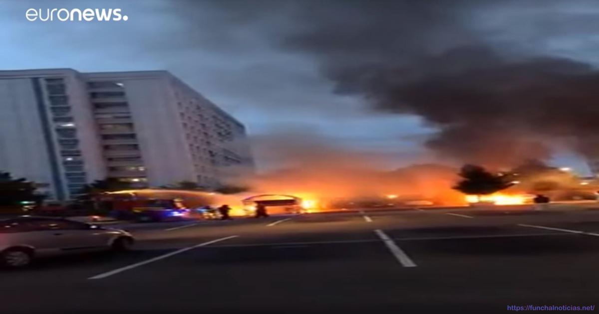 Mais de 100 carros incendiados na Suécia [vídeo]