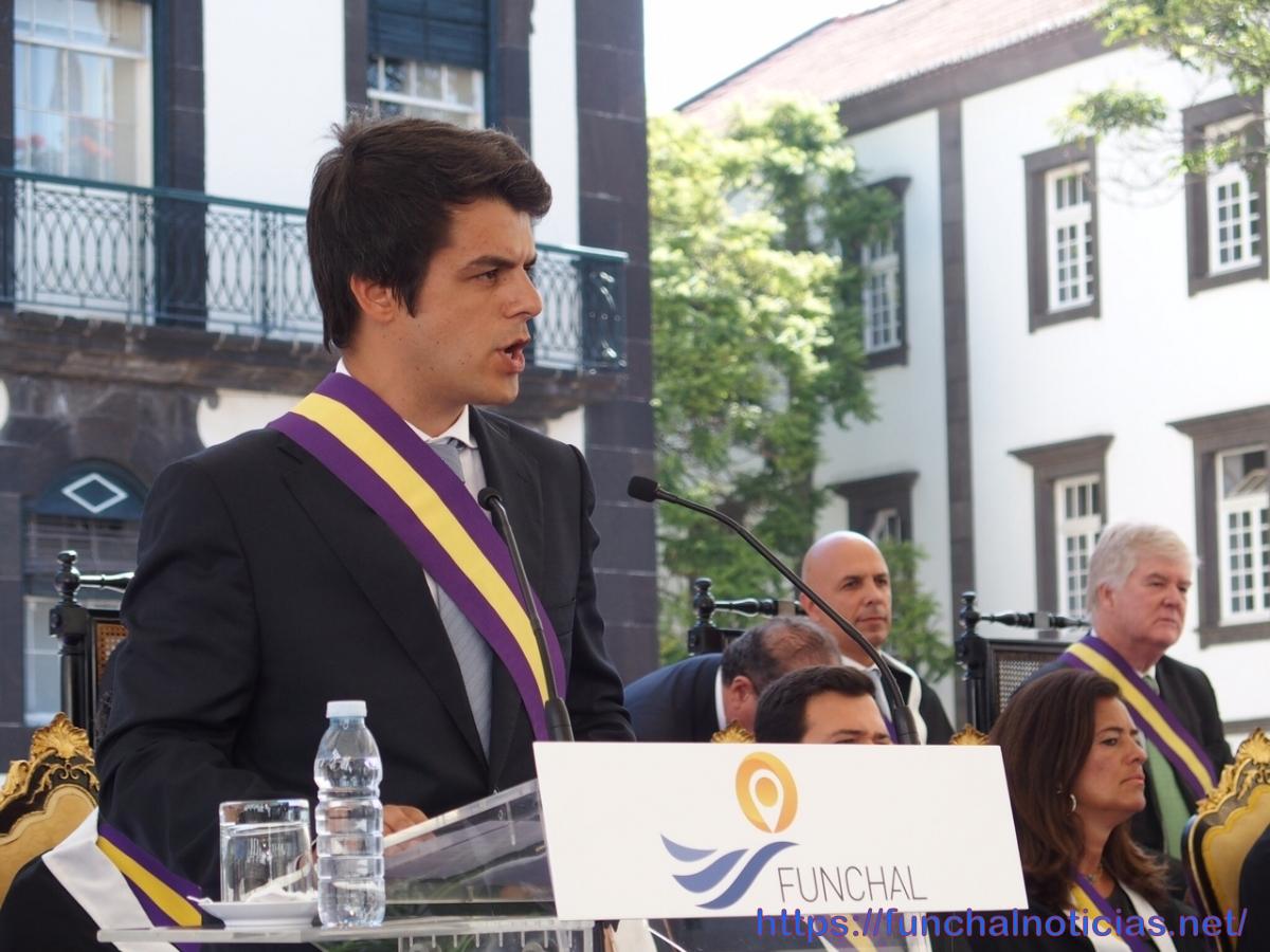 """PSD acusa Cafôfo de ser um presidente em part-time e pede-lhe que """"pare a matança de árvores"""""""