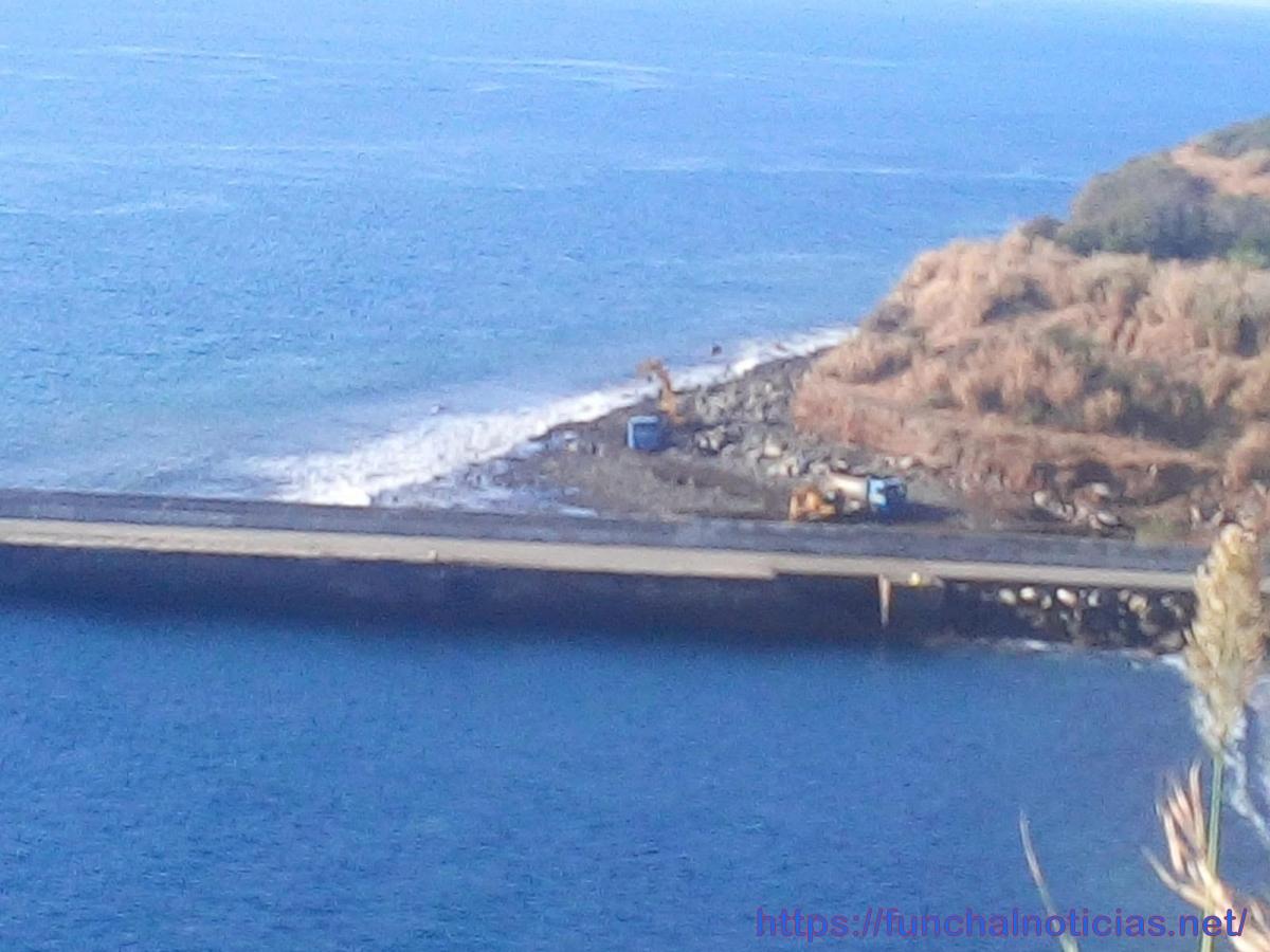 APRAM notifica proprietários de 7 embarcações para retirá-las do Porto Novo
