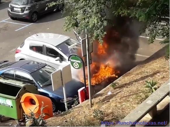 Carro ardeu no Bairro do Hospital