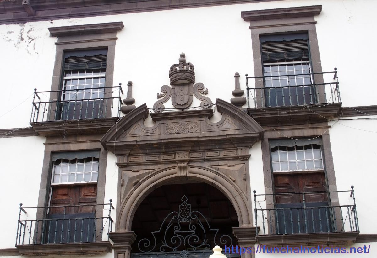 CMF e Governo Regional não dão exemplo de preservação do património nos seus principais edifícios