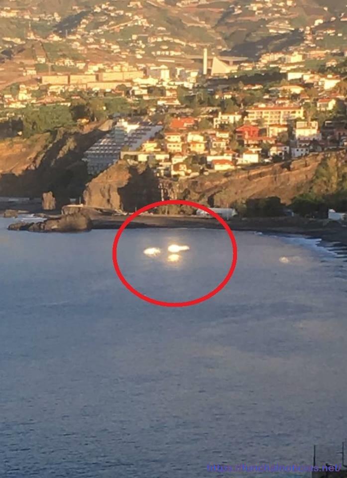 Bolas de fogo sobre a água na Praia Formosa?