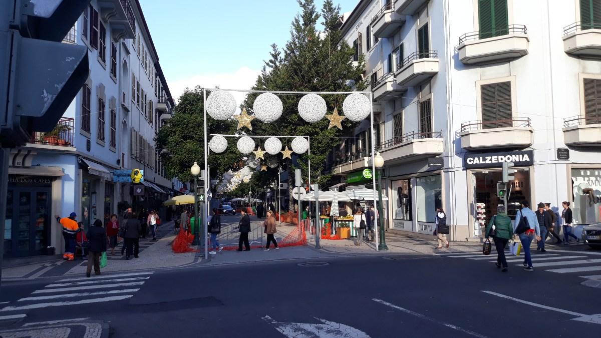 Rua Dr. Fernão de Ornelas reabre às 10 horas, trânsito automóvel retoma circulação anterior às obras