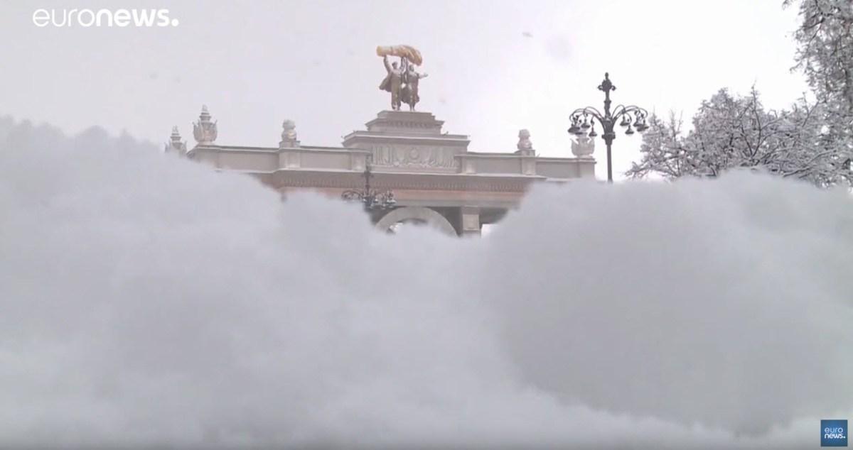 Tempestade de neve leva caos a Moscovo [vídeo]