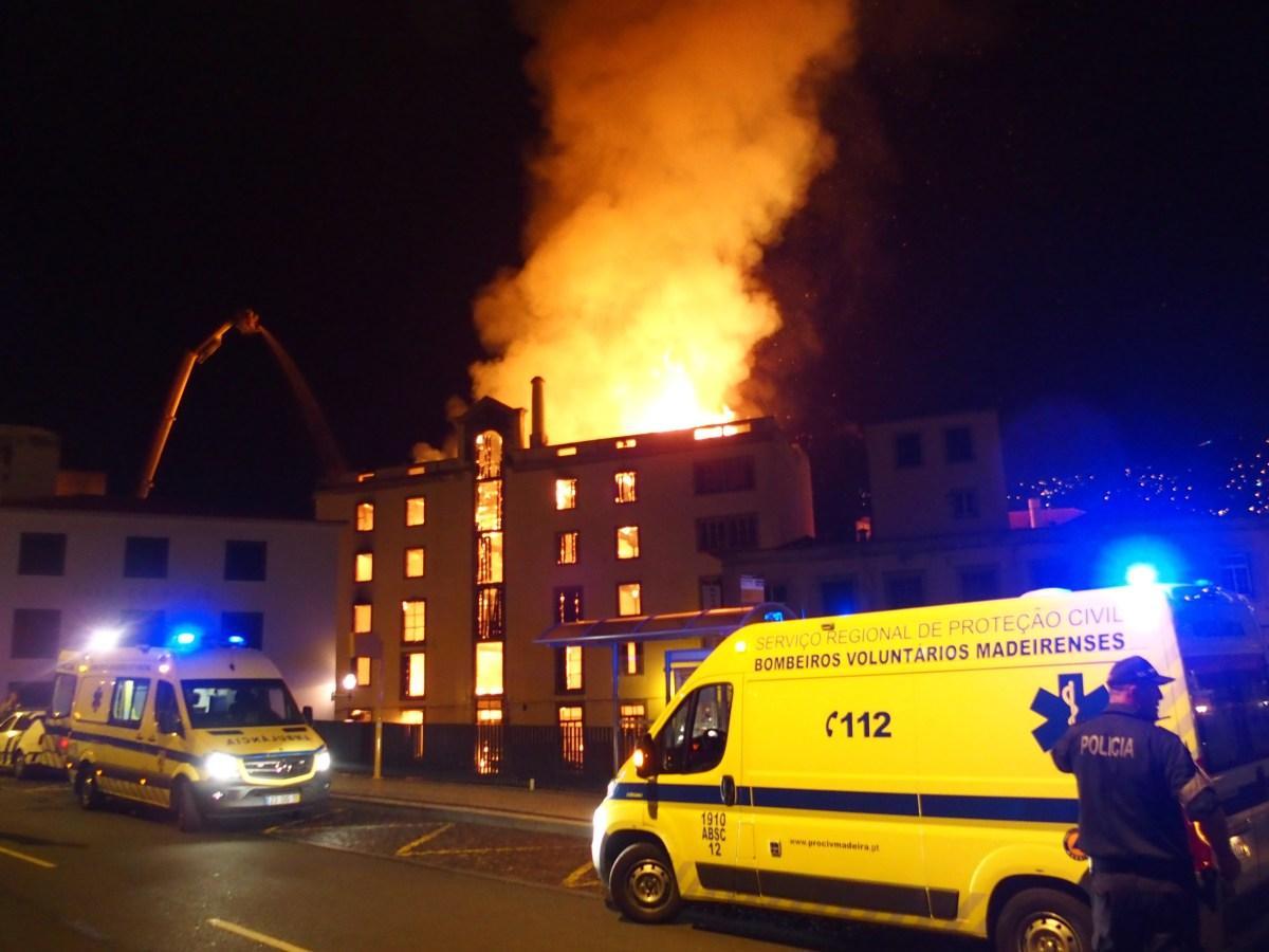 Câmara do Funchal pede à população para não circular na baixa do Funchal por causa do incêndio