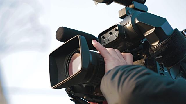 Repórter de imagem da CMTV agredido na Avenida do Mar, Sindicato condena ato