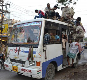 things-which-will-make-you-hate-india-crowded-bus-in-India
