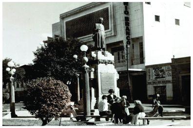 Monumento Dr. Antônio Pinto de Oliveira – patrimônio histórico de Varginha/MG desde 2004. Construção 1930.