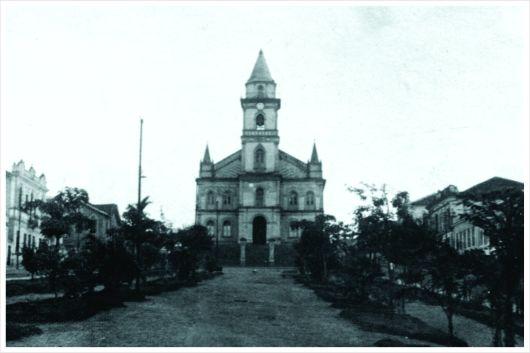 Antigo Largo da Matriz – atual Praça Governador Benedito Valadares. Igreja Matriz. 1ª metade do séc. XX.