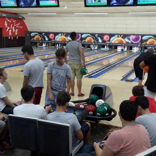 Mat de bitlles al Bowling Pedralbes pels nois del casalhellip