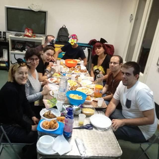Sopar de Halloween pels nois del grup Sarau del Casalhellip