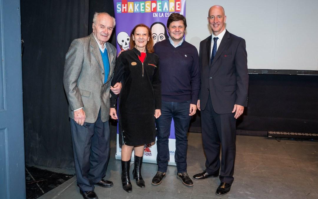 El embajador británico Sir Mark Kent participó de la entrega de premios del Festival Shakespeare en la Escuela