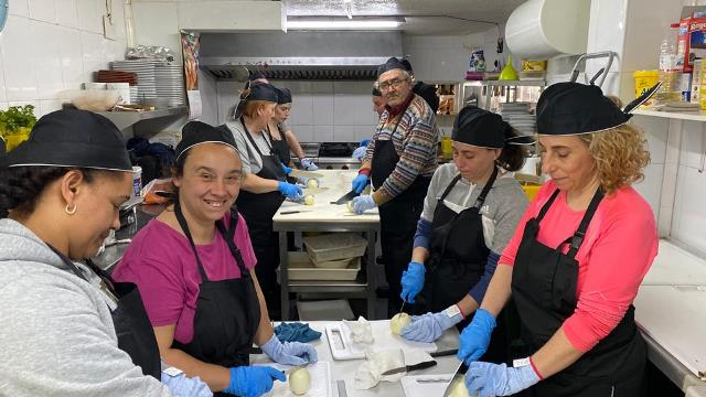 """El curso de """"Operaciones Básicas de Cocina"""" enciende sus fogones"""