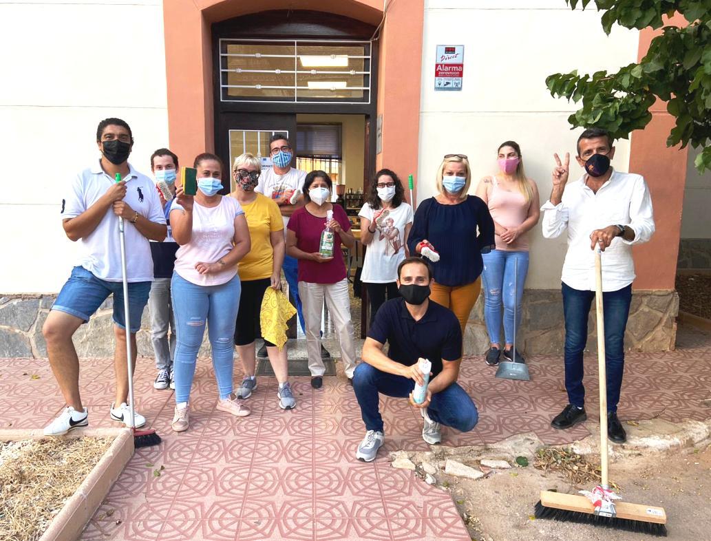 Veinte desempleados realizan formación profesional de jardinería y limpieza