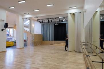 Mobilna ściana rozdzielająca salę baletową i studio teatralne, 2015
