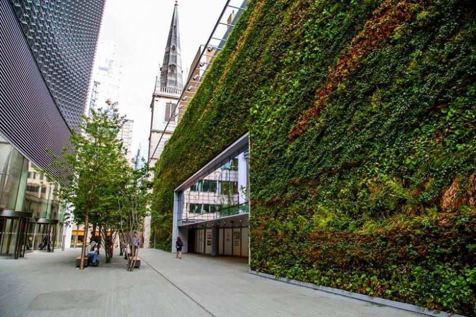 zielone ściany w londyńskim centrum