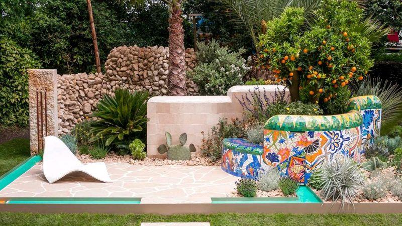 kolorowa, meksykańska przegroda z mozaiki w ogrodzie londyn chelsea 2017