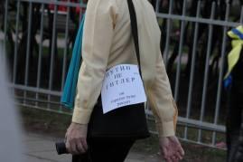 Napis na torebce Putin nie Hitler on znacznie gorzej rysuje