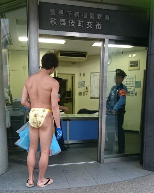 fundoshiman-go-to-police-office-2