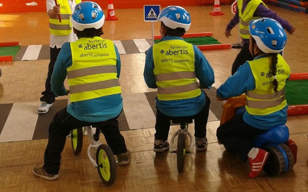 La educación vial llega al primero de los 25 colegios patrocinados