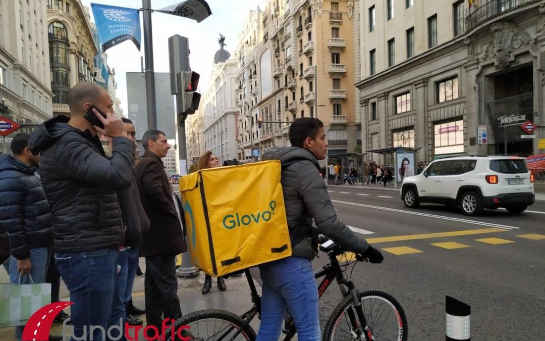 Los riders: trabajadores desprotegidos y condicionados por las entregas