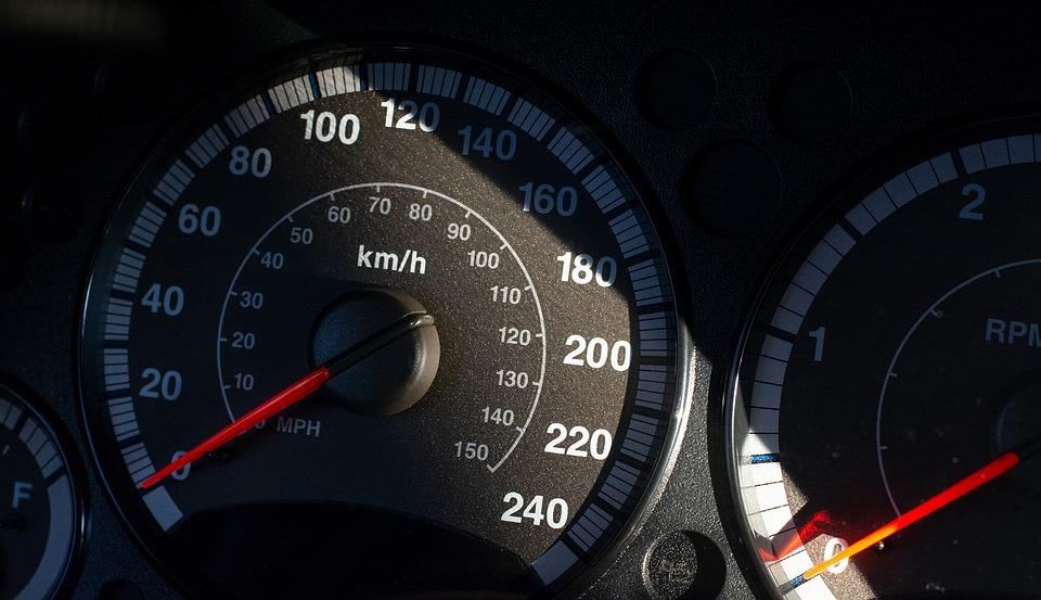 Plantilla con coche de empresa: nuevos retos ante la velocidad inteligente