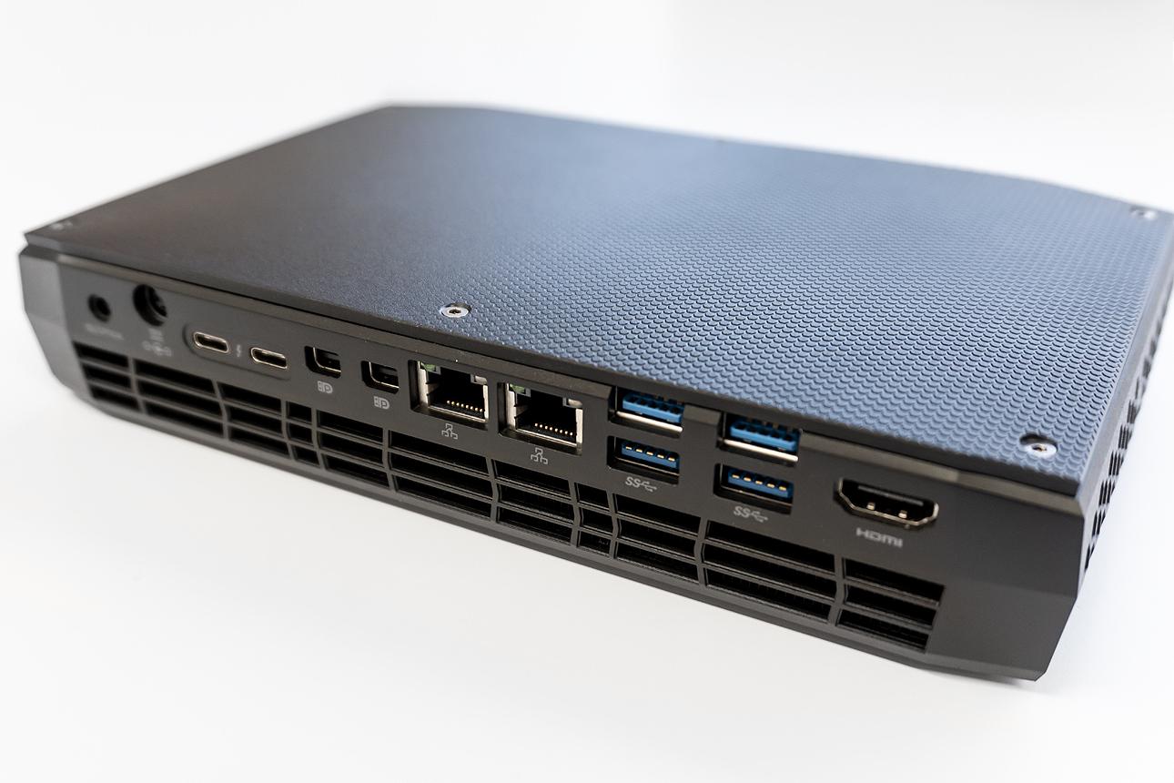 Intel NUC8i7HVK[CUKUSA]のリアパネル