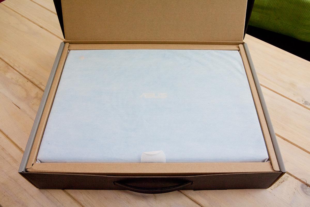 ASUS Chromebook C300MA 開封