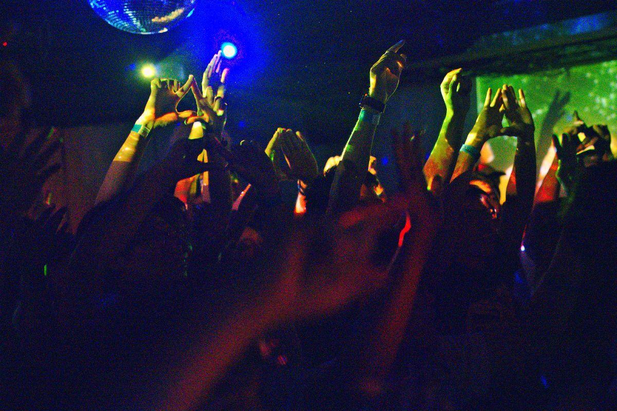 アーティストと観客をつなぐ場所、それがクラブ