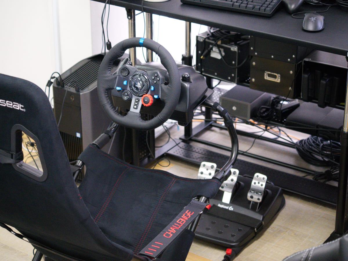 「Logicool G29 Driving Forceステアリングホイール&ペダル」をセット