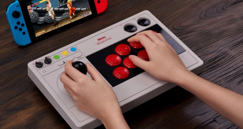 Nintendo SwitchとPCに3つの方式で接続できるアケコン「8BitDo Arcade Stick」発表!