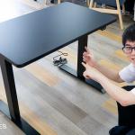37398もちろん光る!電動昇降式のゲーミングデスク Thermaltake「TOUGHDESK 300 Gaming Desk」発売!