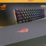 47502【實測】搭載可自訂多功能觸控板,精巧尺寸華碩電競鍵盤「ROG Falchion」!