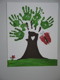 Keepsakes Made with the Whole Family's Handprints or ...