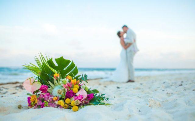 lisa ryon tulum wedding akiin beach club 02 3 1024x638 - 5 étapes faciles pour planifier une fuite à Tulum