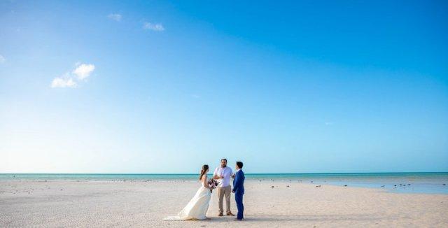 Vanessa Mike Villas Flamingos Holbox Wedding 17 1024x521 - Que comprennent les forfaits Elopement de Playa del Carmen?
