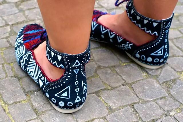 Sandaletten mit Edding und Webstoff